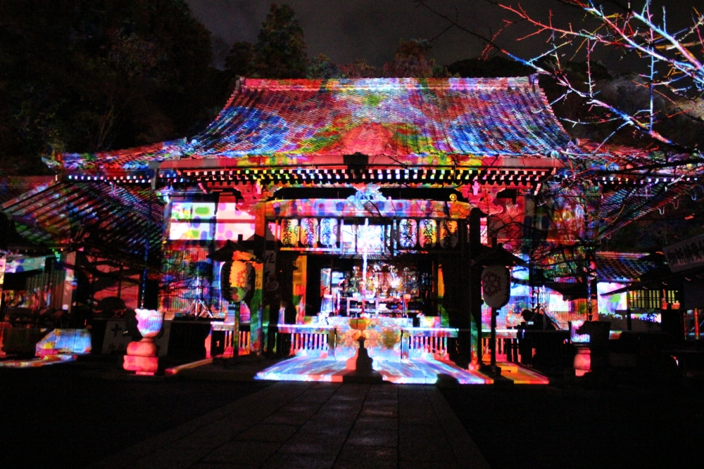 京都観光スポットと京都観光ガイド、無料の京都写真ギャラリーなど、京都観光情報満載のポータルサイト                嵐山花灯路2015夜間特別拝観