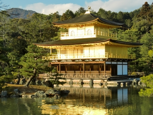 京都観光スポットと京都観光ガイド、無料の京都写真ギャラリーなど、京都観光情報満載のポータルサイト                        金閣寺