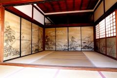大覚寺正寝殿竹の間を特別公開 「四季耕作図襖」