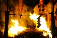 狸谷山火渡り祭