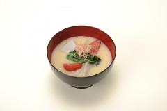 お正月に京風のお雑煮をいただく
