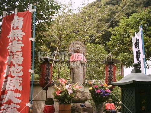 京都観光スポットと京都観光ガイド、無料の京都写真ギャラリーなど、京都観光情報満載のポータルサイト                鈴虫寺の幸福地蔵さん