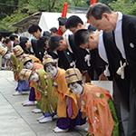 綾傘鉾稚児社参